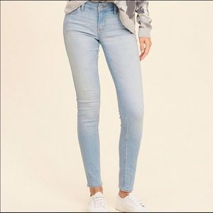 HOLLISTER women's jeans light wash size 11/30